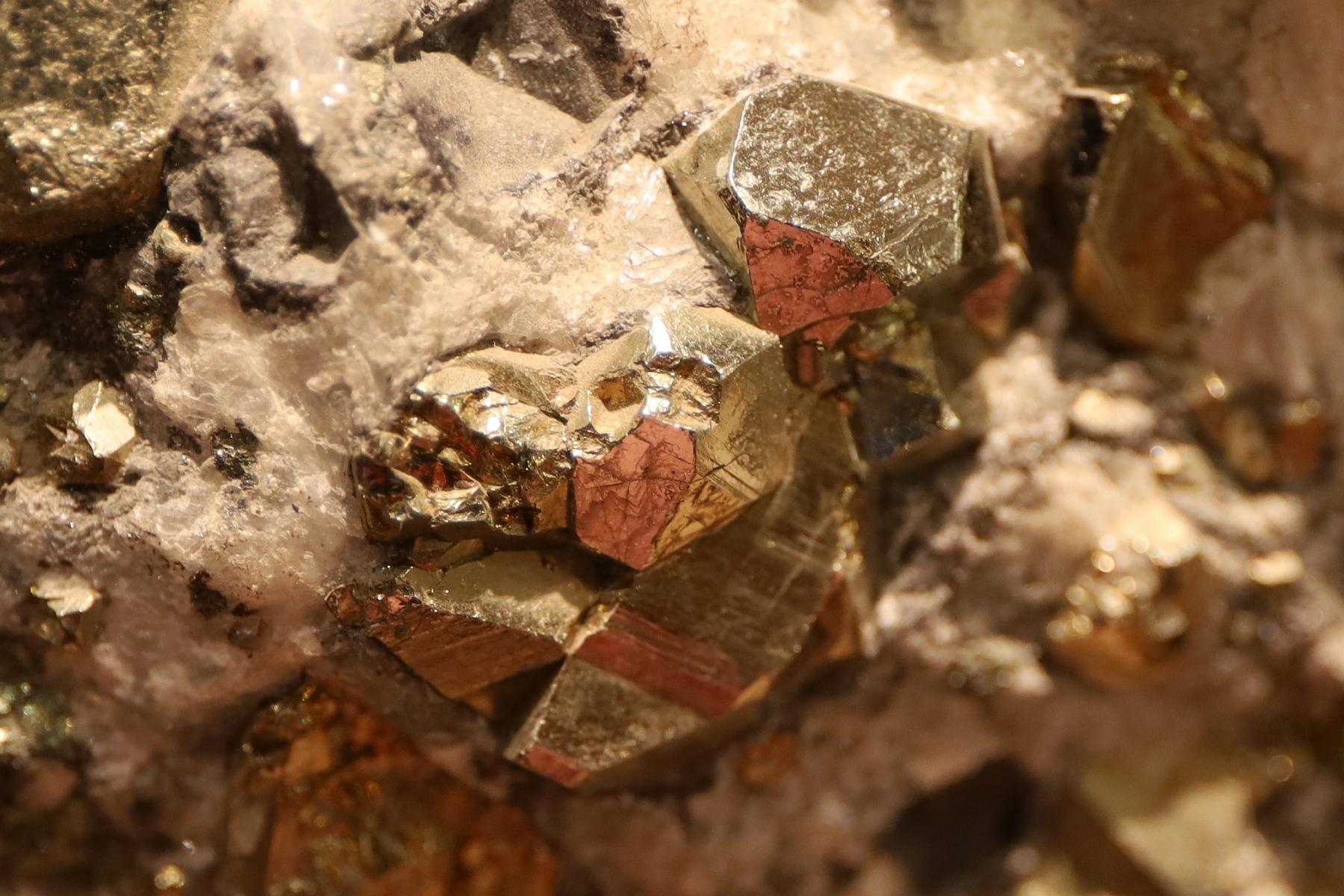 Mineral-Mit-Einschluss_2019_07_12_IMG_1989